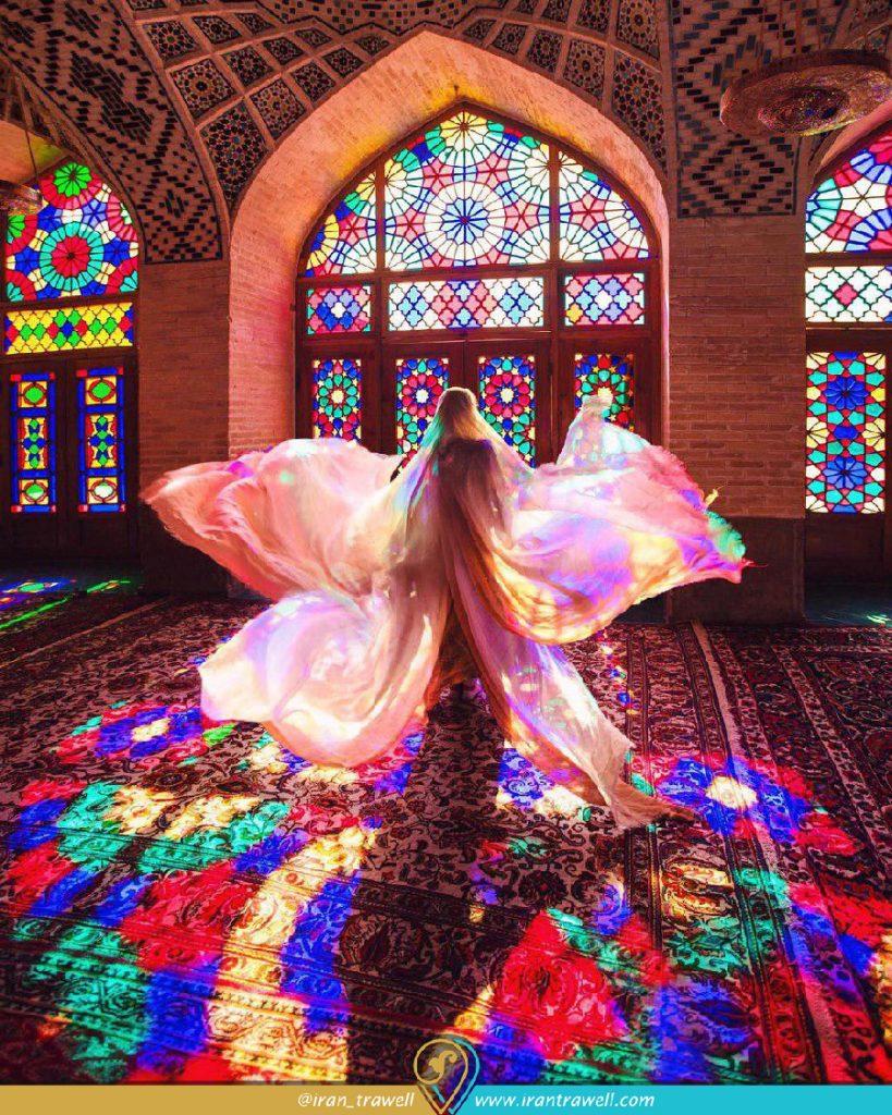 رقص نور در مسجد صورتی