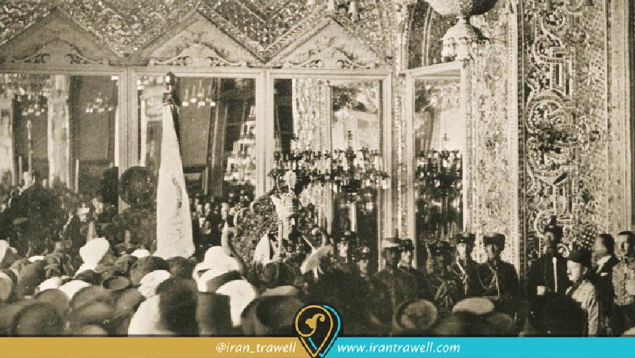 تارجگذاری رضا شاه پهلوی در کاخ گلستان
