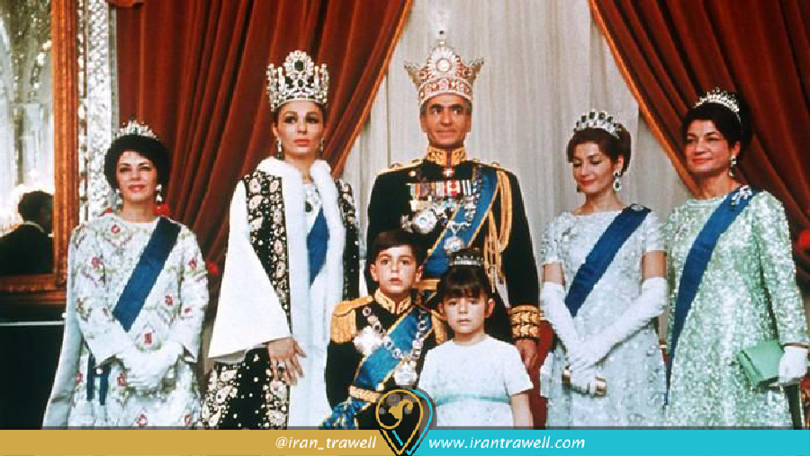 تاج گذاری محمد رضا شاه پهلوی در کاخ گلستان